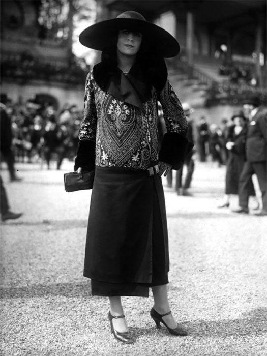Women's Street Fashion A Century Ago