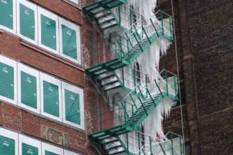 Building Turned Into An Ice Tower Due To The Breakthrough Of The Fire Sprinkler