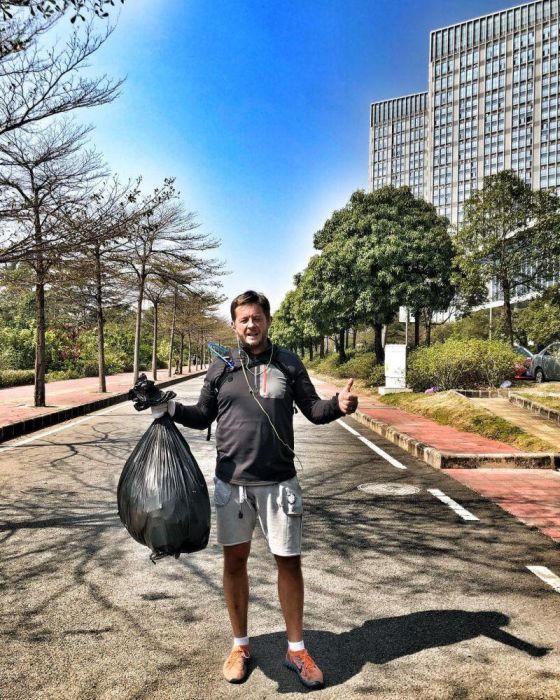 New Fitness Trend: Collect Rubbish While Jogging