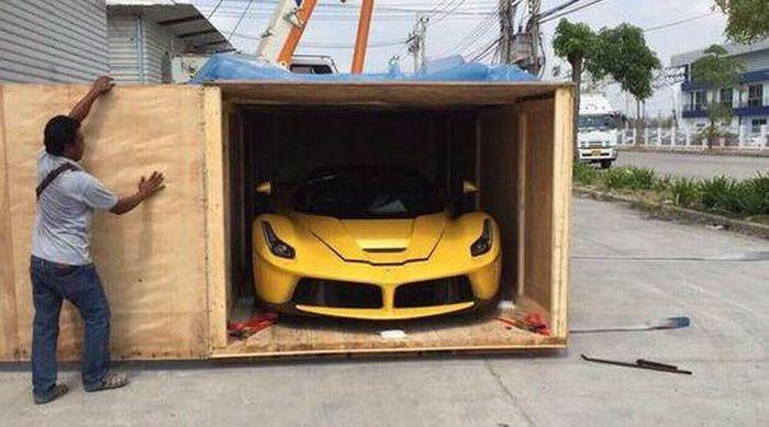 Ferrari Unpacking