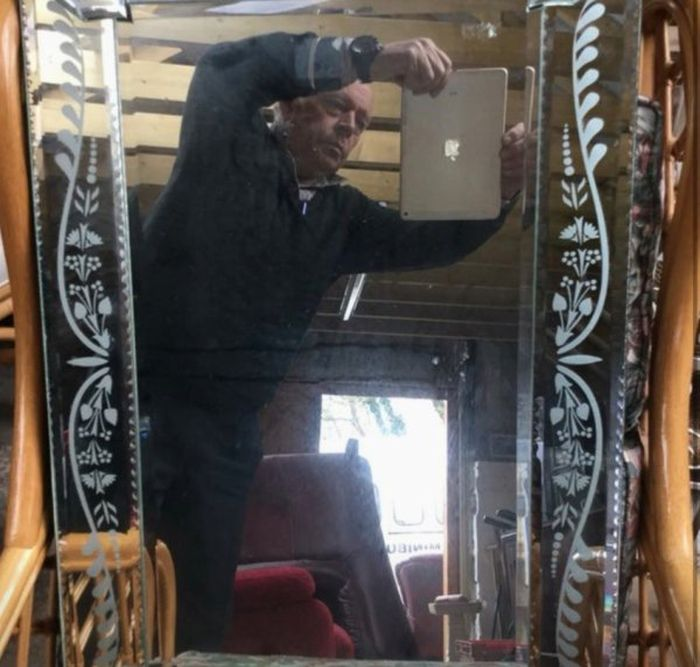 How People Sell Mirrors