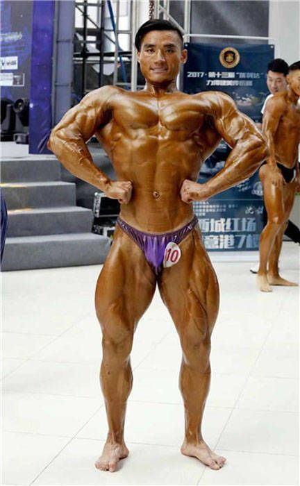 Chinese Student Becomes Bodybuilder in 6 Months
