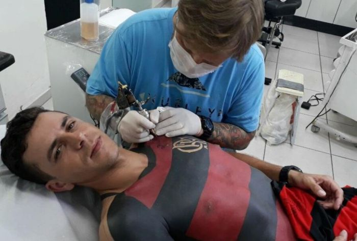 A Fan From Brazil Made a Tattoo Of A T-shirt Of His Soccer Club