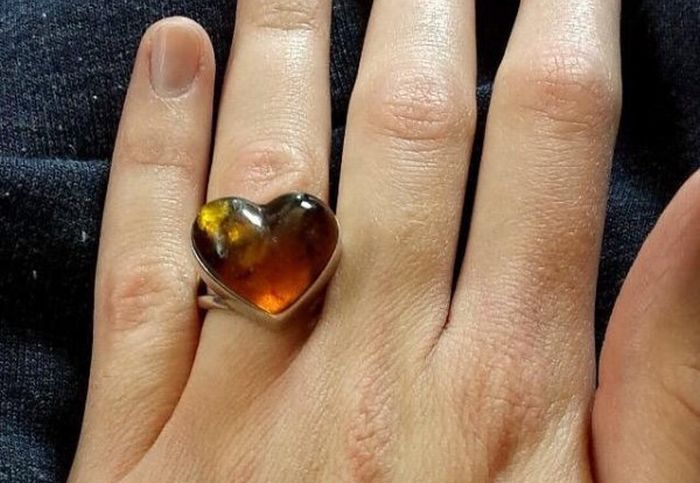 Woman Hates Her Engagement Ring