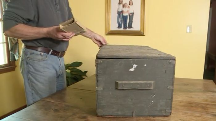 A Guy Rescued This Old Trunk From A Dumpster And Gave It Back To Its Owner