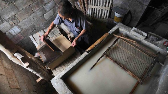 A Chinese Man Produces Paper Manually