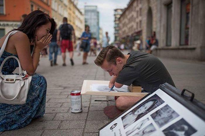Mariusz Kendzerski Was Born Without Hands But Became An Artist