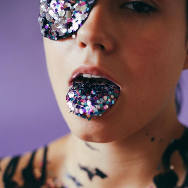 Licking Glitter Is A New Trend
