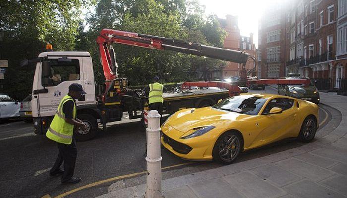 Warden Tickets Ferrari Parked On Single Yellow Line In London