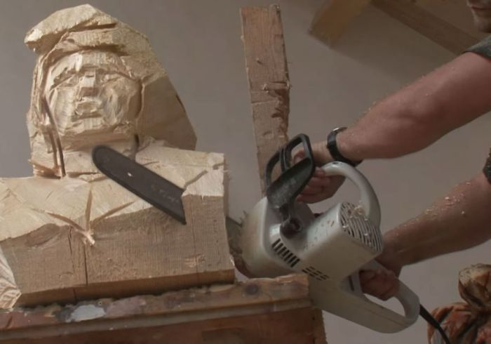Artist Uses A Chainsaw To Carve Wood