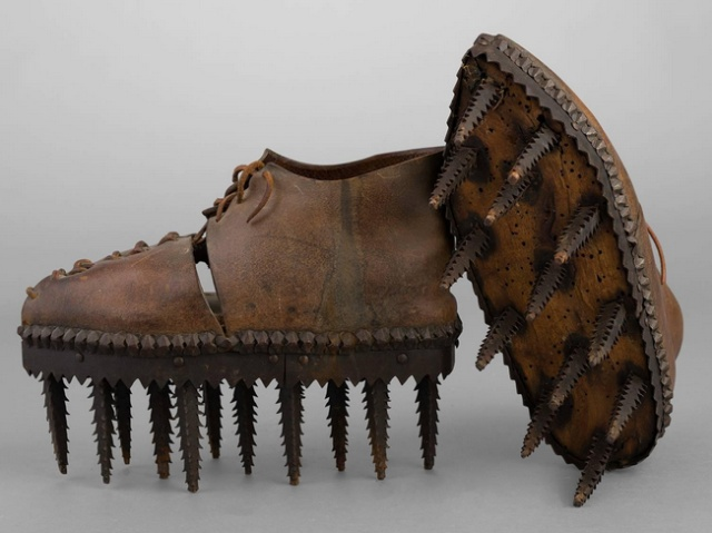 """Shoes Called """"Soles"""" Were Used To Peel The Chestnuts"""