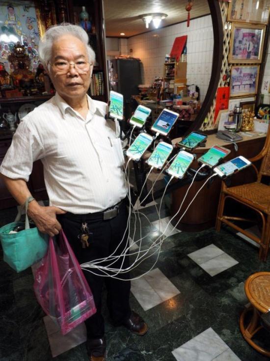 Taiwanese Grandpa On Pokémon Hunt