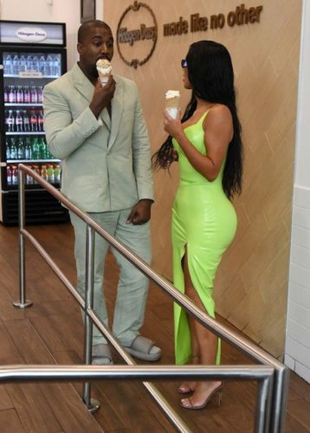 Kanye West Has A Funny Outfit