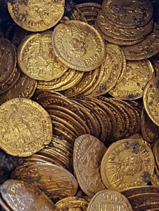 Hundreds of 1,500-year-old Roman Gold Coins Found Beneath A Cinema In Italy