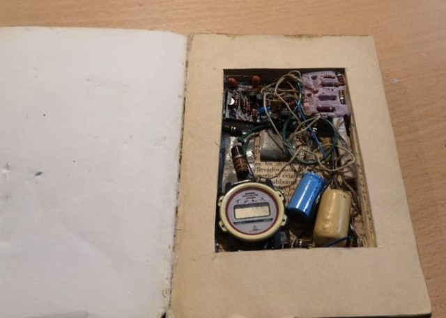 Spanish Second-Hand Bookstore Finds Fake Bomb-Book in Its Collection