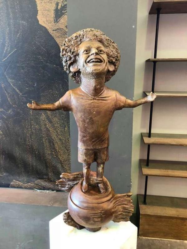 A Very Strange Egyptian Statue Of Mohammed Salah