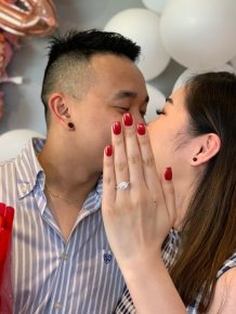 A Guy Proposed To His Girlfriend But She Didn't Have Her Nails Done