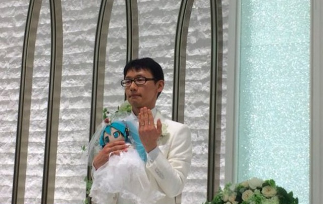 Japanese Akihiko Kondo 35 Years Later TNN Decided To Marry Anime Virtual Singer Mika Hatsune