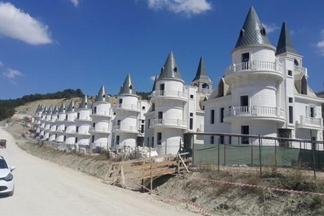 Builder of $200 Million Turkish Chateaux Project Goes Bankrupt