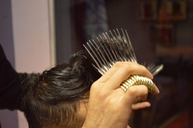 Hairdresser Cuts Customers With 27 Pairs Of Scissors At The Same Time