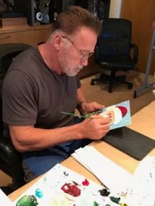 Arnold Schwarzenegger Makes Christmas Cards