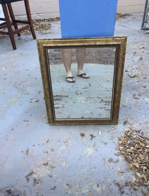 People Who Are Trying To Sell Mirrors Look Funny