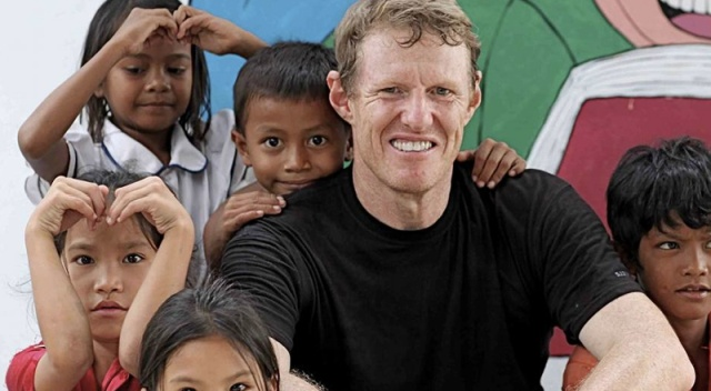 Scott Neeson, A Former Hollywood Film Marketing Director, Sold All His Possessions And Went To Help 2,000 Poor Children In Cambodia In 2004. Now They Are Graduating From University