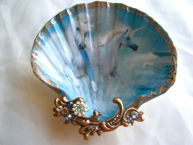 Artist Turns Real Seashells Into Decorative Jewelry Dishes