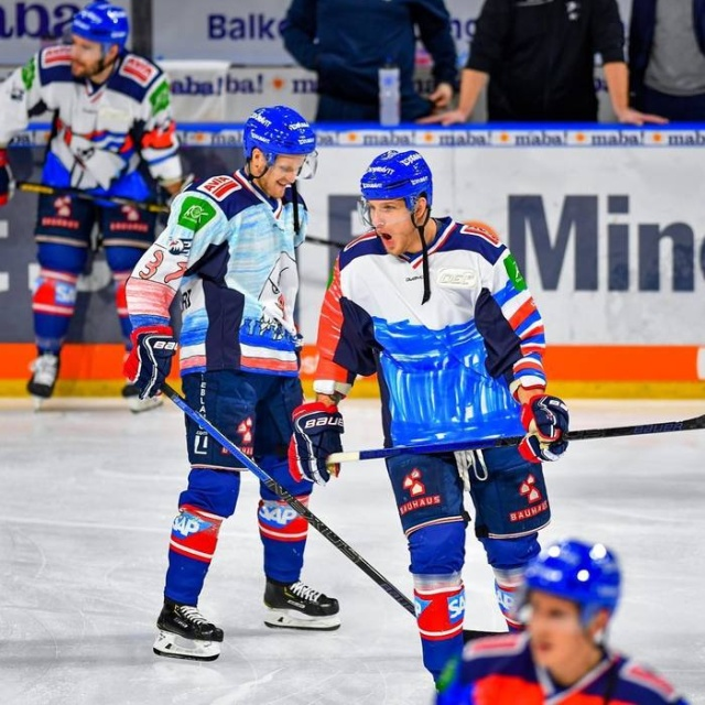 German Hockey Players Come Out In Uniform With A Design Painted By Children