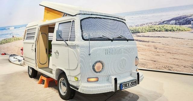 Volkswagen T2 Hippie Van From 400,000 Lego Parts