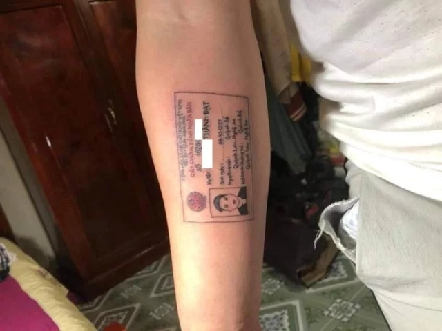 Guy Who Always Forgot His ID Card Has It Tattooed on Forearm