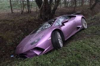 A Crypto Millionaire Left His Crashed Lamborghini In Ditch And Took A Taxi To Office