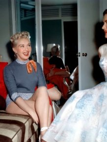 "Behind-the-Scenes Photos of Betty Grable, Lauren Bacall and Marilyn Monroe Together in ""How to Marry a Millionaire"""