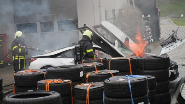 This How Dutch Firefighters Put Out The Fire Of BMW i8