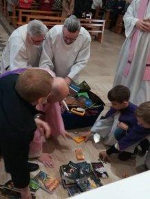 Catholic Priests Burn 'Sacrilegious' Harry Potter Books And Twilight Novels In Poland