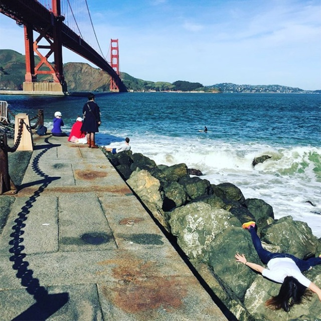 """Woman Takes Anti-Selfies by """"Dying"""" at Famous Landmarks"""