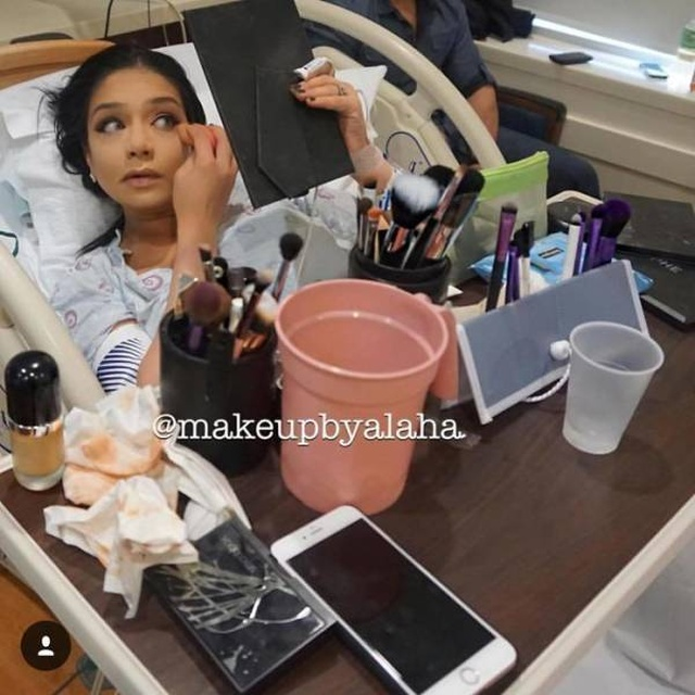Mothers Applying Makeup Before They Give Birth