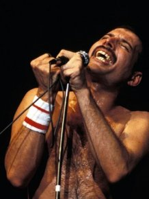 Photos Of Freddie Mercury on Stage