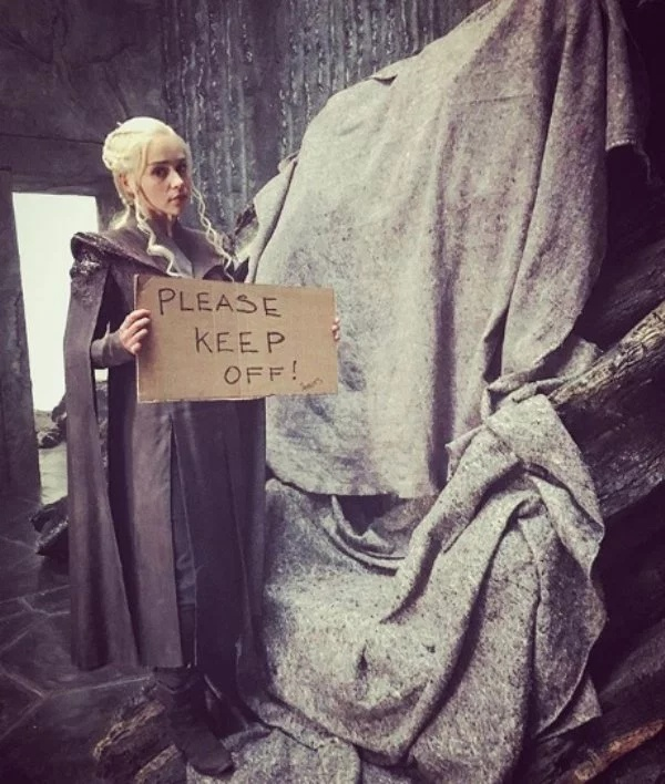Awesome Behind-the-scenes Photos Of 'Game Of Thrones' Cast