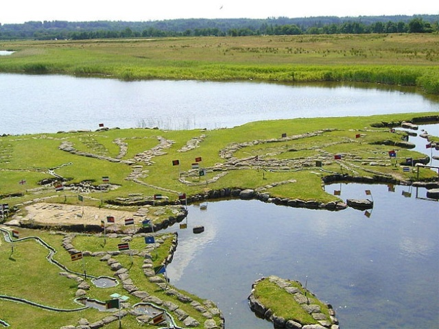 """This Man Spent 25 Years To Create The """"World Map"""" On The Banks Of Lake Klejtrup, Denmark"""