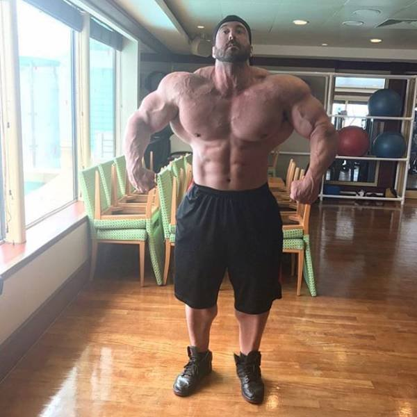 This Guy From Las Vegas Has Spent 10 Years Training 6 Times A Weak To Get A New Body