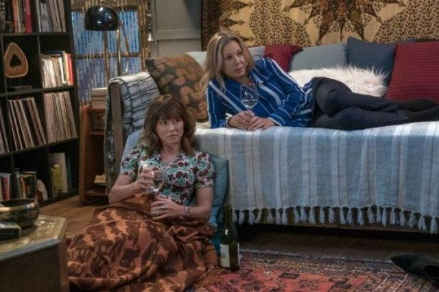 Best TV Shows To Binge Watch When You Have The Time According To Netflix Subscribers