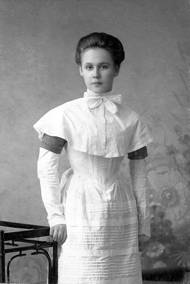 Beautiful Women More Than A Century Ago