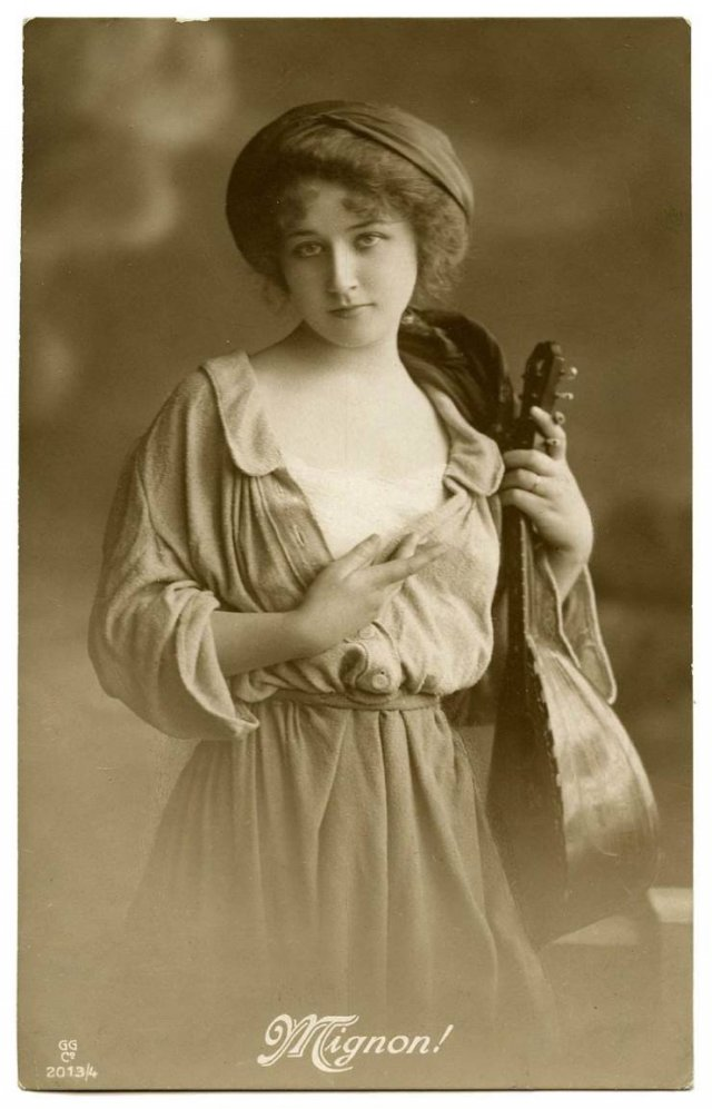 Beautiful Women More Than A Century Ago