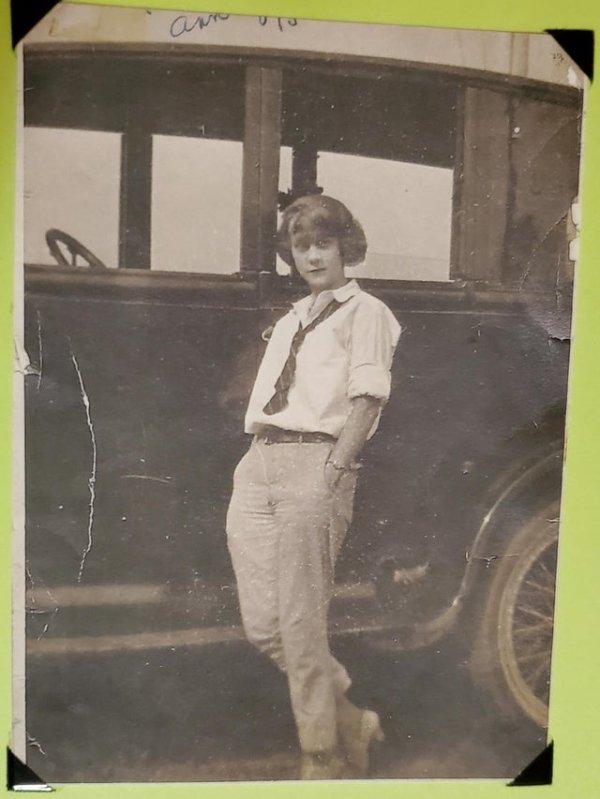 Incredible Old Family Photos