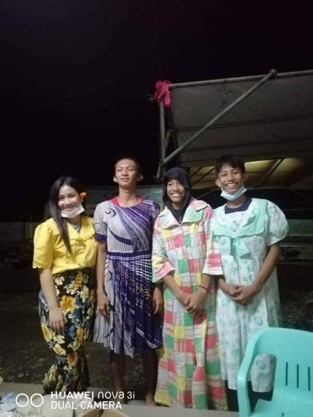 Taal Volcano Donations: Filipinos Pose In Mismatched Clothes