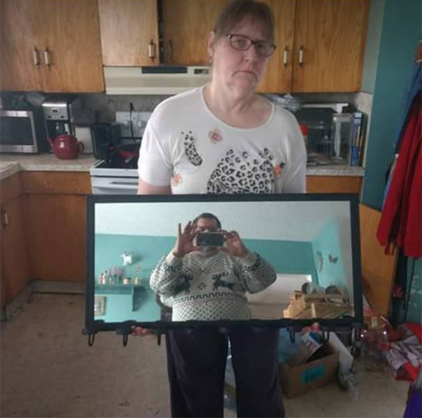 People Try To Sell Mirrors