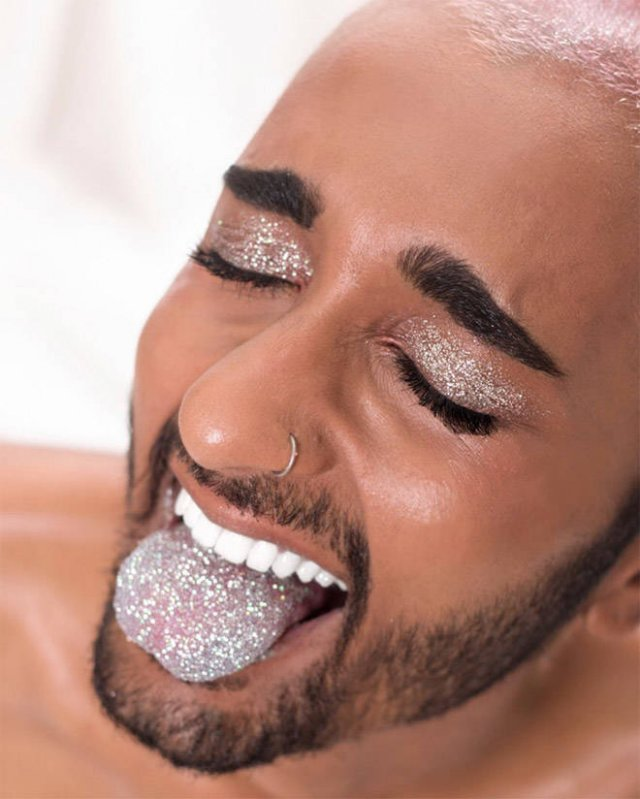 Weird Glitter Tongue Trend