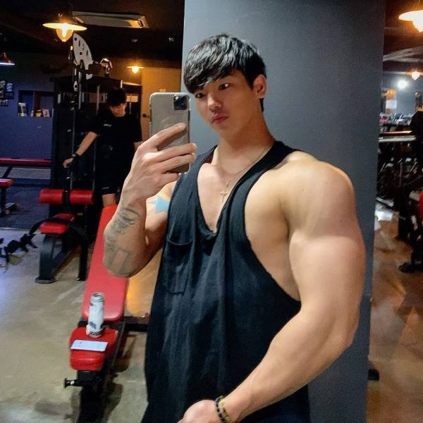 Something's Wrong With This Bodybuilder