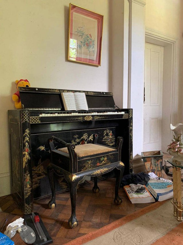 So Many Designer Things Were Found In This Abandoned Mansion
